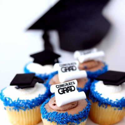 cupcakes with graduation hats and diplomas